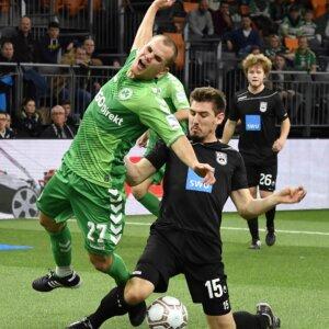 05.01.2017 --- Fußball Hallenfussball Turnier --- AL-KO ALKO Cup 2017 --- Foto: Sport-/Pressefoto Wolfgang Zink / WoZi --- Christian Derflinger (27, SpVgg Greuther Fürth ) Felix Hörger (15, SSV Ulm )