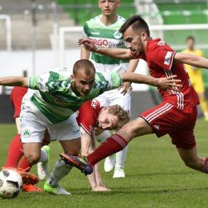 01.04.2017 --- Fussball --- Saison 2016 2017 --- Regionalliga Bayern --- 26. Spieltag: SpVgg Greuther Fürth Fuerth II - FC Memmingen --- Foto: Sport-/Pressefoto Wolfgang Zink / WoZi ---   01.04.2017 --- Fussball --- Saison 2016 2017 --- Regionalliga Bayern --- 26. Spieltag: SpVgg Greuther Fürth Fuerth II - FC Memmingen --- Foto: Sport-/Pressefoto Wolfgang Zink / WoZi ---   Christian Derflinger (15, SpVgg Greuther Fürth II , links ) gegen Furkan Kircicek (19, FC Memmingen , rechts )