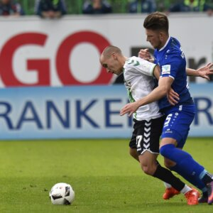 07.05.2017 --- Fussball --- Saison 2016 2017 --- 2. Fussball - Bundesliga --- 32. Spieltag: SpVgg Greuther Fürth Fuerth - Karlsruher SC KSC Karlsruher Sport Club --- Foto: Sport-/Pressefoto Wolfgang Zink / MeZi ---   Christian Derflinger (27, SpVgg Greuther Fürth ) Dennis Kempe (5, Karlsruher SC )