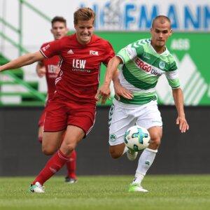 12.08.2017 --- Fussball --- Saison 2017 2018 --- Regionalliga Bayern --- 06. Spieltag: SpVgg Greuther Fürth Fuerth II U23 - FC Memmingen --- Foto: Sport-/Pressefoto Wolfgang Zink / WoZi ---   Lukas Rietzler (15, FC Memmingen ,links ) Christian Derflinger (10, SpVgg Greuther Fürth II , rechts )