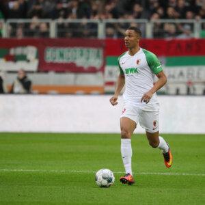 Felix Uduokhai (FC Augsburg #19) spielt den Ball, FC Augsburg vs. Werder Bremen, 20. Spieltag;DFL REGULATIONS PROHIBIT ANY USE OF PHOTOGRAPHS AS IMAGE SEQUENCES AND/OR QUASI-VIDEO.