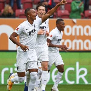 Torjubel nach dem 1:0 durch Felix Uduokhai (FC Augsburg #19, li.), mit Michael Gregoritsch (FC Augsburg #11), Carlos Gruezo Arvoleda (FC Augsburg #25);FC Augsburg vs. Borussia Dortmund, 2. Spieltag;DFL REGULATIONS PROHIBIT ANY USE OF PHOTOGRAPHS AS IMAGE SEQUENCES AND/OR QUASI-VIDEO.